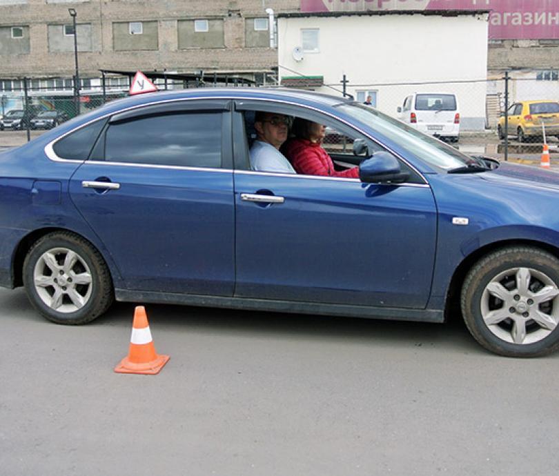 Пробный урок с автоинструктором в автошколе АВТОМОТО-Драйв